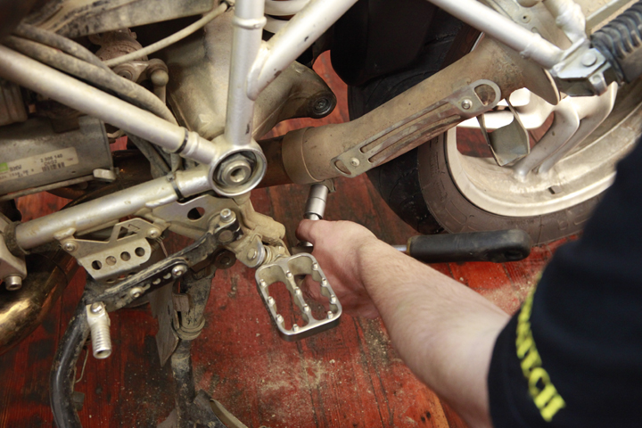 How To Bmw R1200gs Amp Adventure Shock Installation