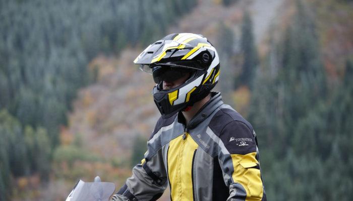 Video: Comparing the Aventuro Carbon and the Aventuro Mod Helmets