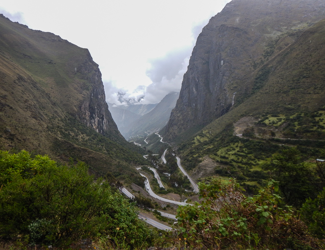 Awesomely curvey roads all throughout Peru